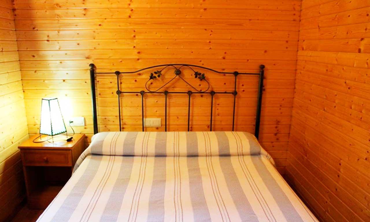 cama-matrimonio-casa-rural