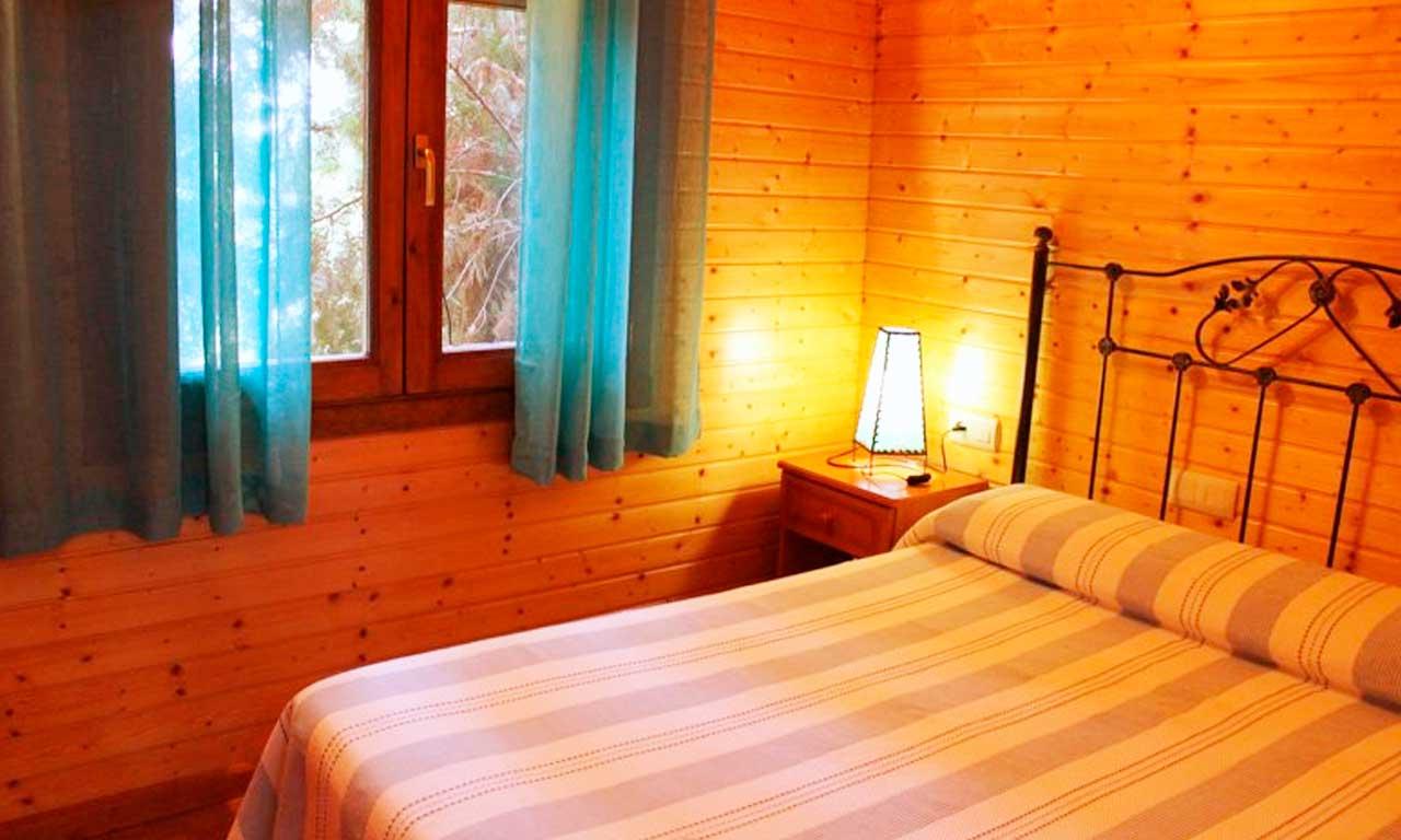 habitacion-matrimonio-casa-madera