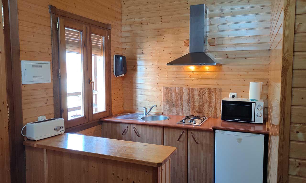 salon-cocina-cabana-madera